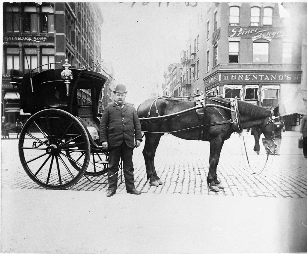 A hansom cab at Union Square, Manhattan. © Alice Austen