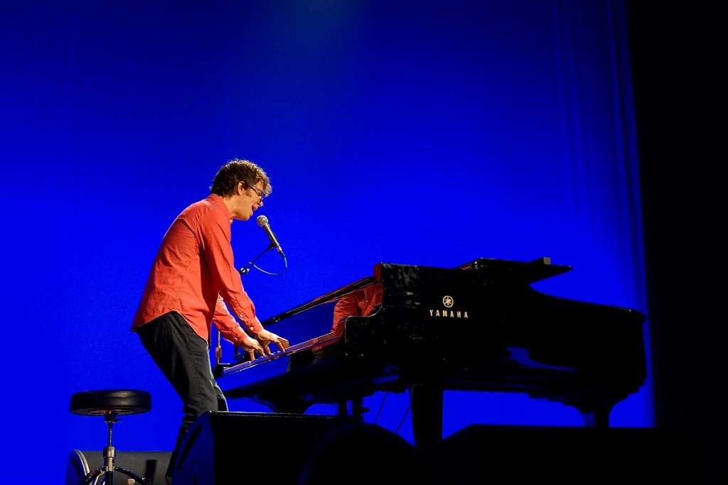 A sample image of musician Ben Folds shot with the Sony Alpha 7R by John Rettie.
