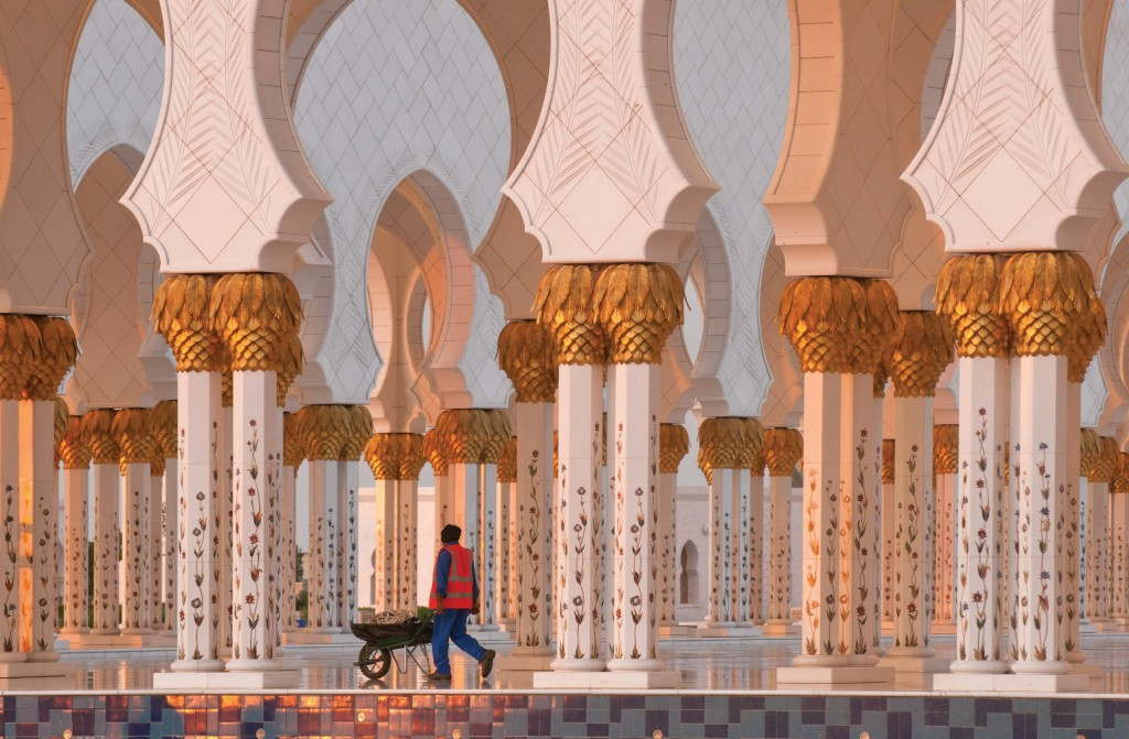 p.54-Sheikh Zayed Grand Mosqu in Abu Dhabi-Nikon D3x, Nikkor 70–300mm lens, f-22 for 1-50 sec, ISO 200--from Bryan Peterson--Learning to See Creatively--Amphoto Books 2015