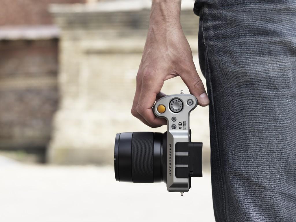 Hasselblad Makes World's First Medium-Format Mirrorless