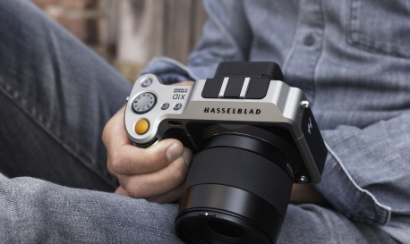 Hasselblad Makes World's First Medium-Format Mirrorless Camera