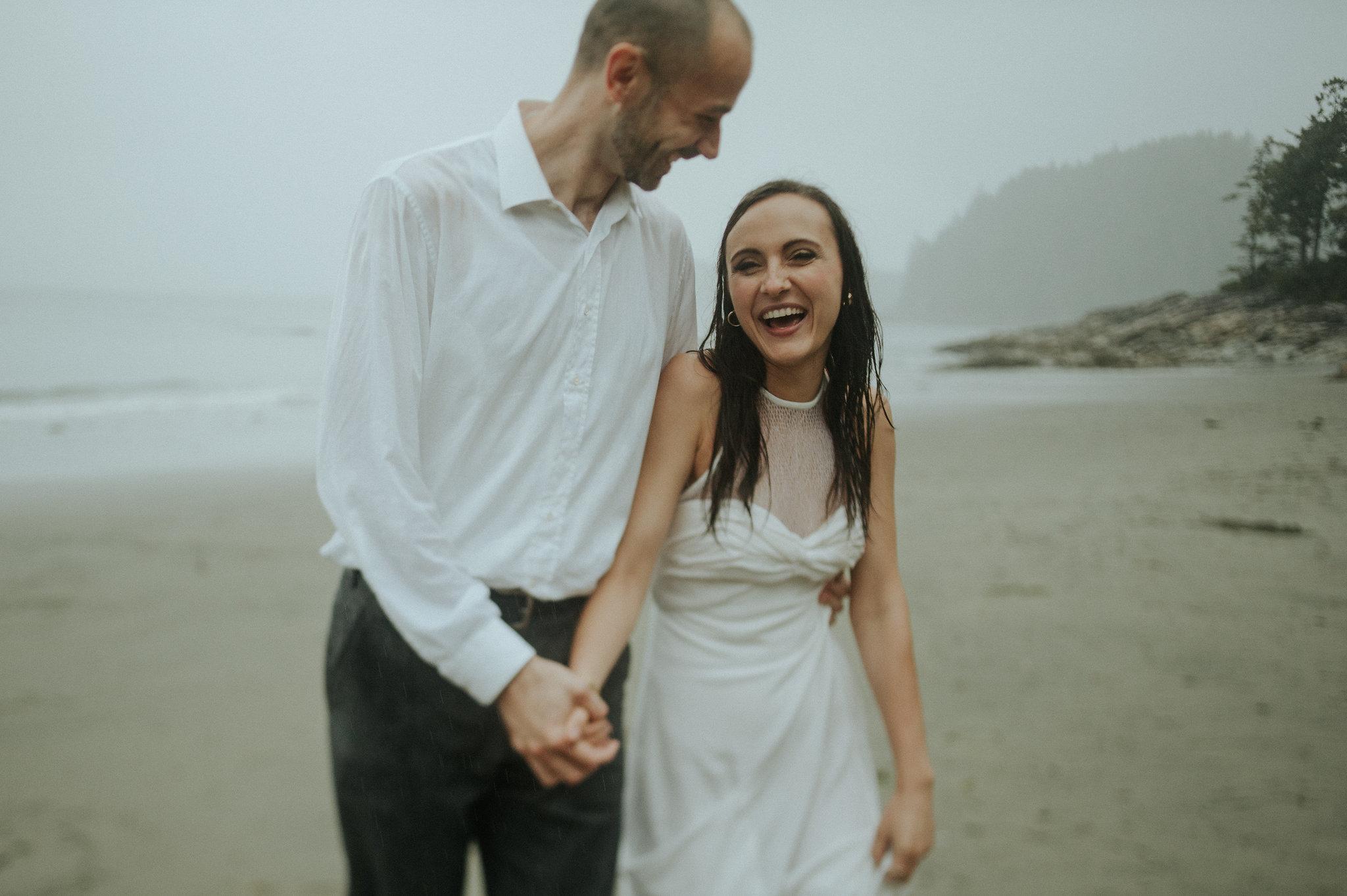Tofino engagement at Tonquin Beach by Daring Wanderer // www.daringwanderer.com